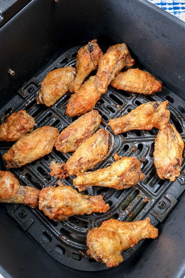 crispy chicken wings in black air fryer basket